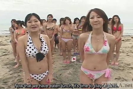 Japanese AV stars in bikinis at beach