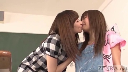 Japanese women kiss