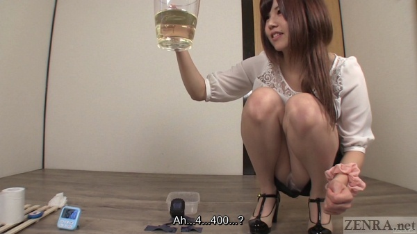 Urine measurement by amateur woman