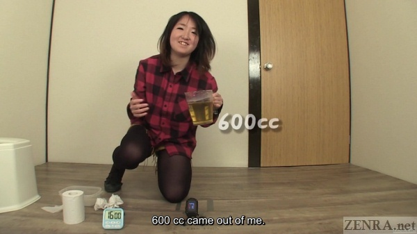 Urine measurement by relieved amateur Japanese woman