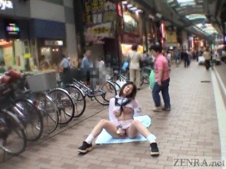 Masturbating schoolgirl in Japanese shopping arcade