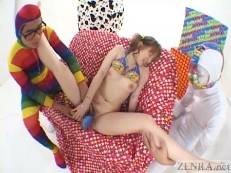 Spread bottomless Japanese vibrator threesome