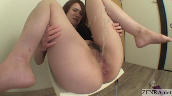 Japanese milf spreads legs and farts