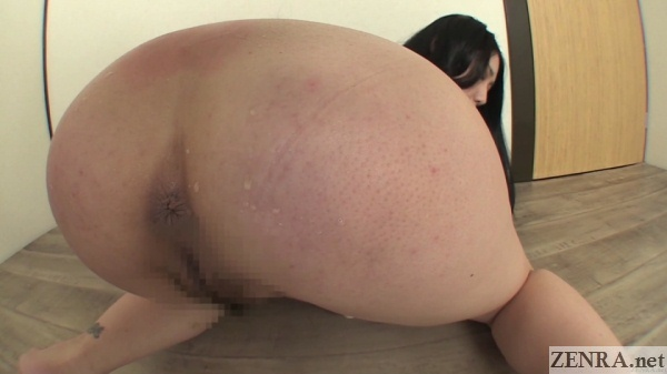 Butt squatting Japanese farting amateur