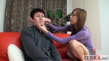 Makeup application by Anri Hoshizaki