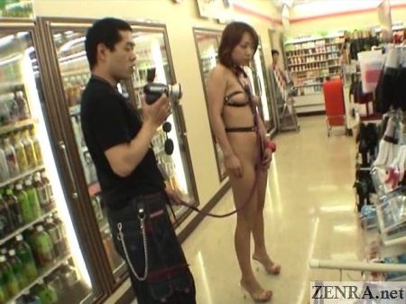 Bondage gear Japanese nudist with leash in convenience store