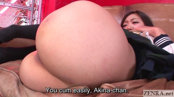 Japanese schoolgirl butt zoomed in