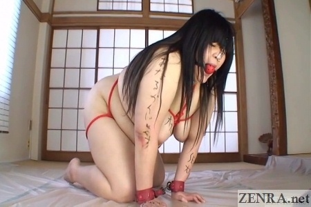 Nude rubenesque BBW play in Japan