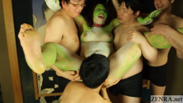naked japanese frog woman picked up by juice men