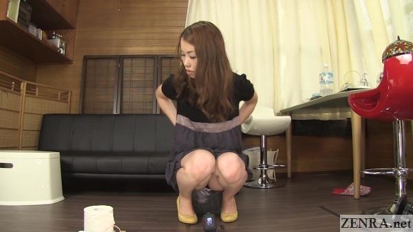 office lady in japan pee desperation