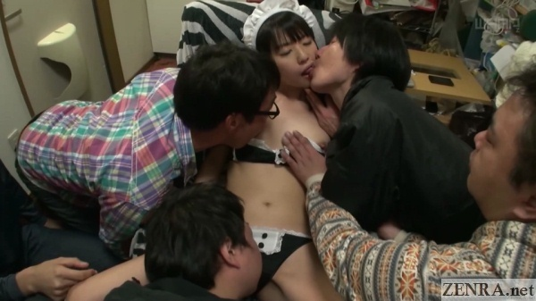 juice men kiss and fondle maid tsubomi