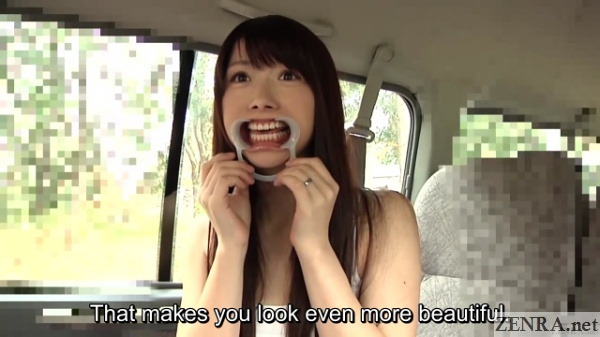 katou tsubaki teeth hyper exposed