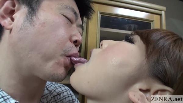 deep kissing contest