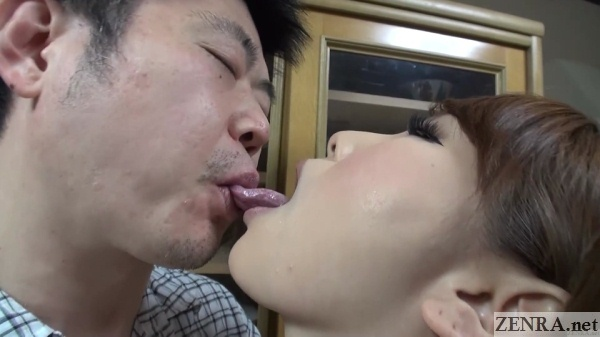 deep kissing contest
