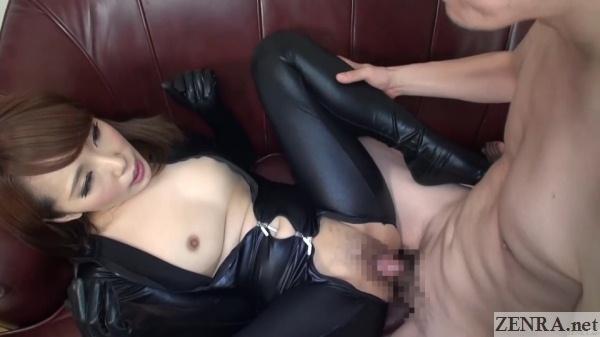 fan has sex with mizushima ai on old leather sofa