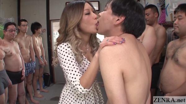 aika deep kissing with juice men audience