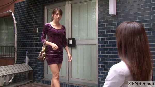 yuu kawakami meets maki hojo reporter and escort