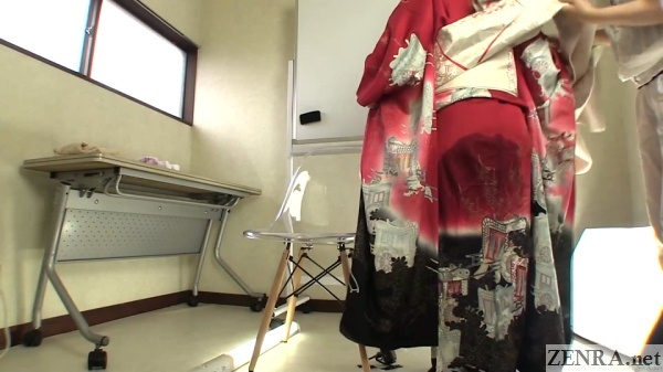 pee desperation red kimono