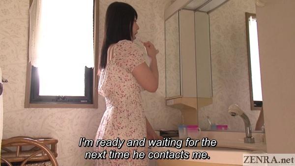 ai uehara brushing her teeth
