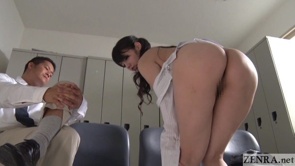 mizuna rei erotically strips shows off perfect butt