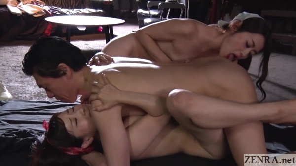threesome sex with yuu kawakami maki hojo licks butt