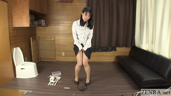 real japanese pee desperation with office lady