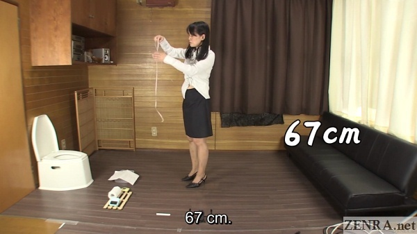office lady in japan measures stomach after peeing