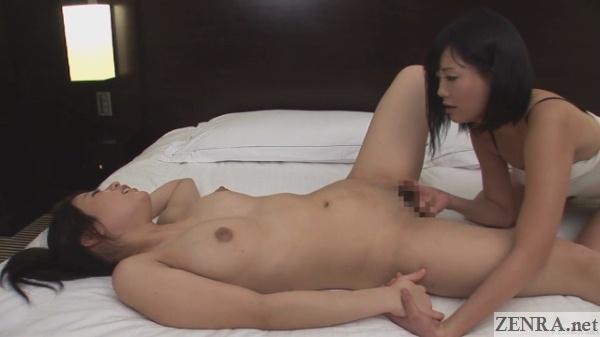 pale japanese lesbian fingering