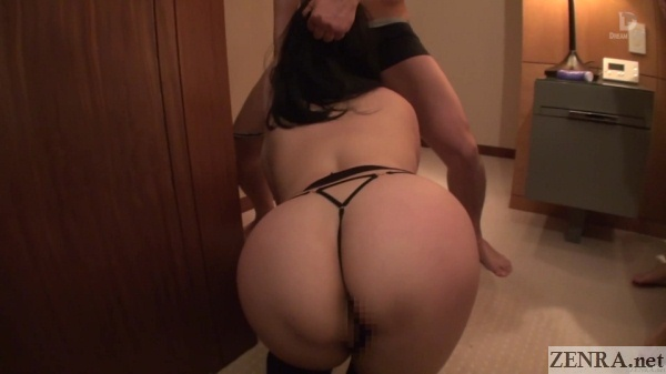 huge butt minako komukai aggressive blowjob from behind