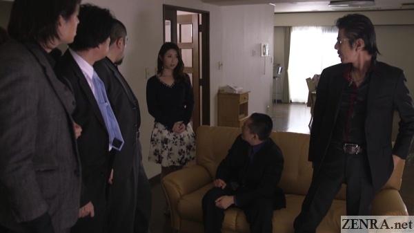 shinoda ayumi confronts group of yakuza