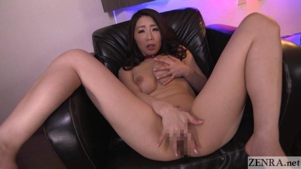 ayumi shinoda spread and masturbating