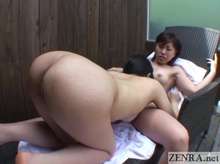 butt in air outdoor japanese lesbian cunnilingus