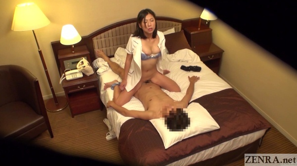 japanese masseuse cowgirl sex with customer
