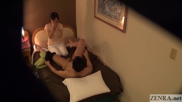 client exposes himself to masseuse