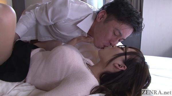passionate kissing hasumi kurea