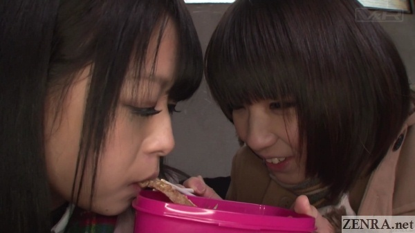 japanese schoolgirls eat from each others bentos