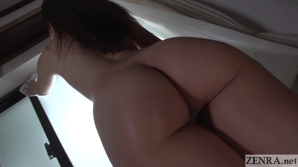 naked maid butt close up