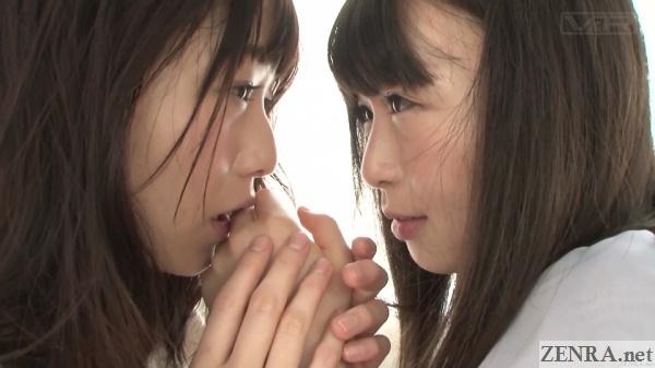 ayane suzukawa and nozomi hazuki hand licking