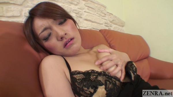 masturbating japanese amateur in love hotel