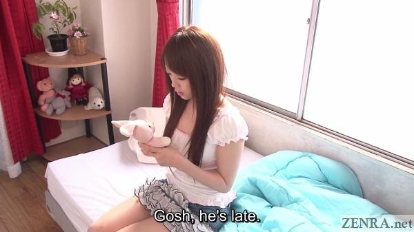 otoi nazuna holding small stuffed animal