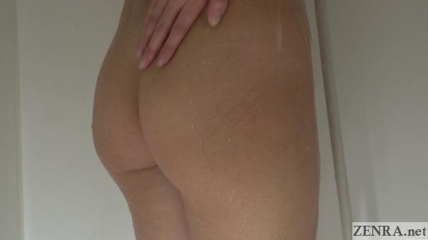 butt of showering hibiki otsuki