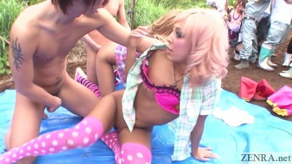 japanese gyaru group sex outside